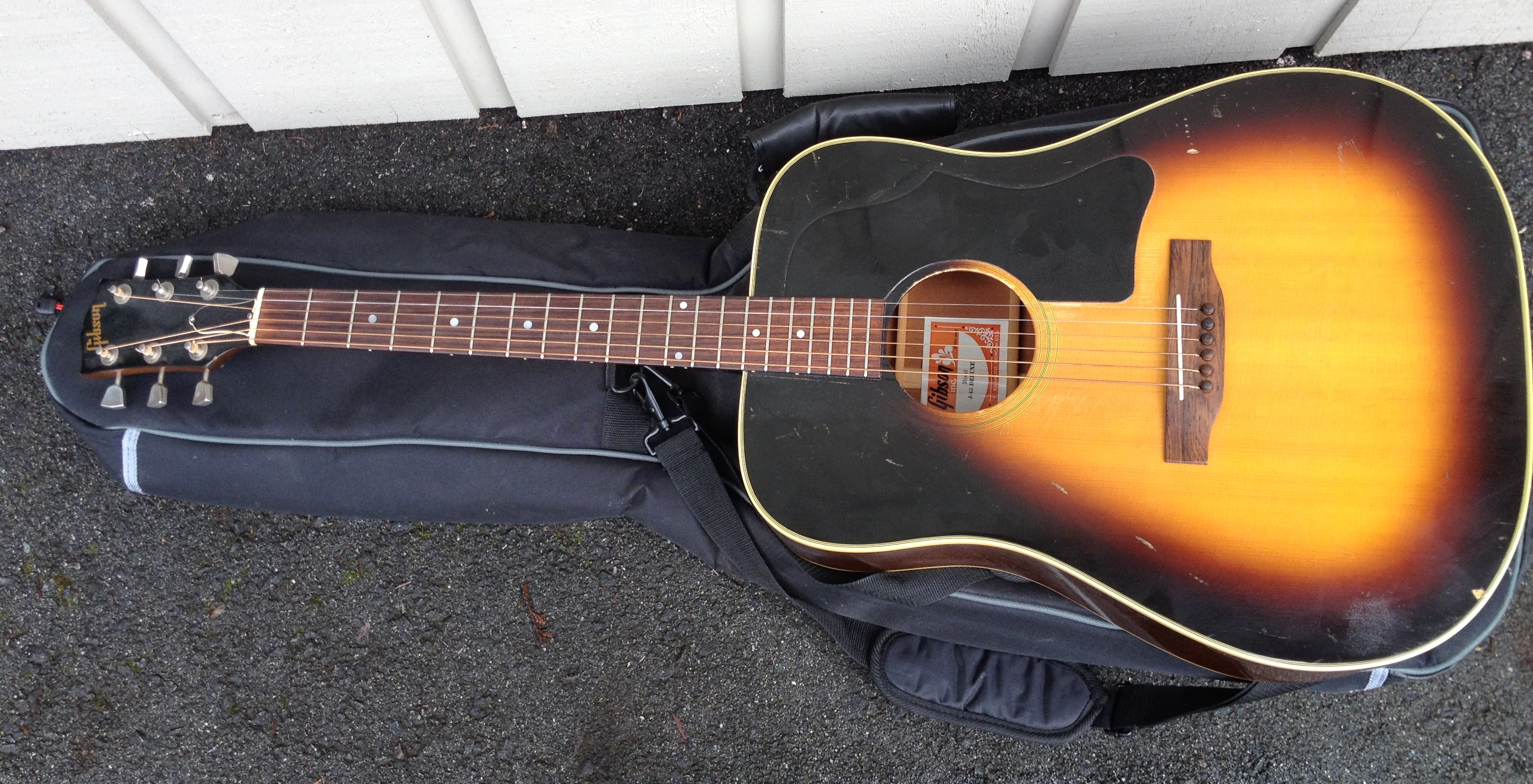 Gibson J-45 Deluxe Vintage SOLD