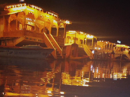Living In A Houseboat In Dal Lake