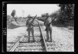 חיילים בריטים בשמירה