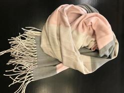 Sjaal € 49,99