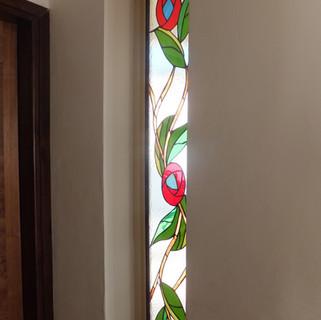 דלת בקציר בחלון צמוד לדלת
