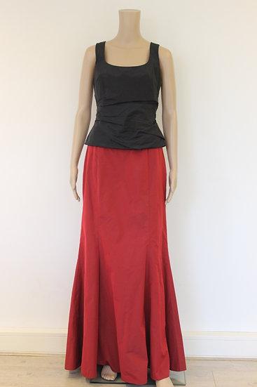 Vera Mont set van zwarte top en rode rok maat 38