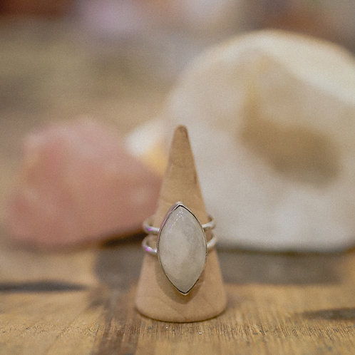 silver rainbow moonstone ring 7.25