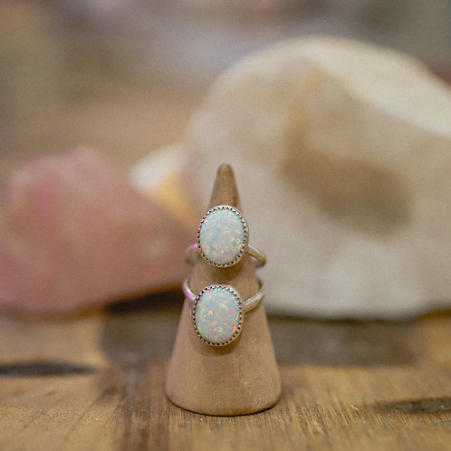 silver manufactured opal ring 4.75