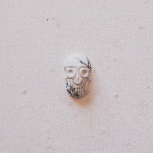silver howlite skull gem
