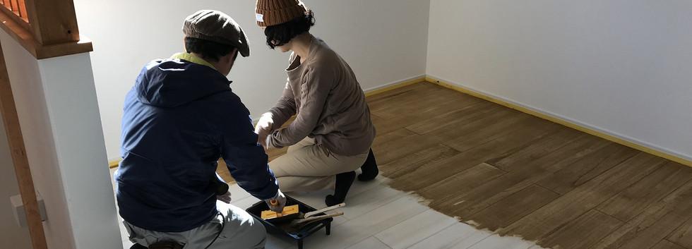 04 施主様自ら床塗装