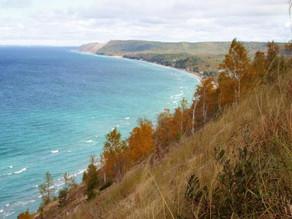 The Beautiful Michigan & Wisconsin - An Outdoor Travel Guide