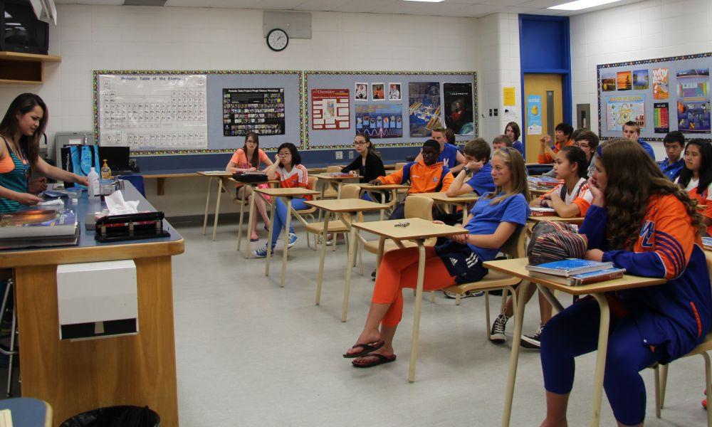 Kanada'da lise sınıfındaki öğrencilerin ders sırasında fotoğrafı.
