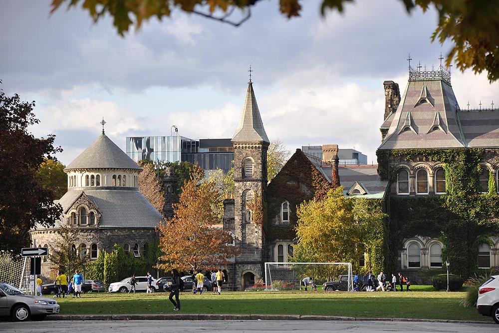 Kanada'nın önde gelen üniversitesi University of Toronto'nun fotoğrafı.