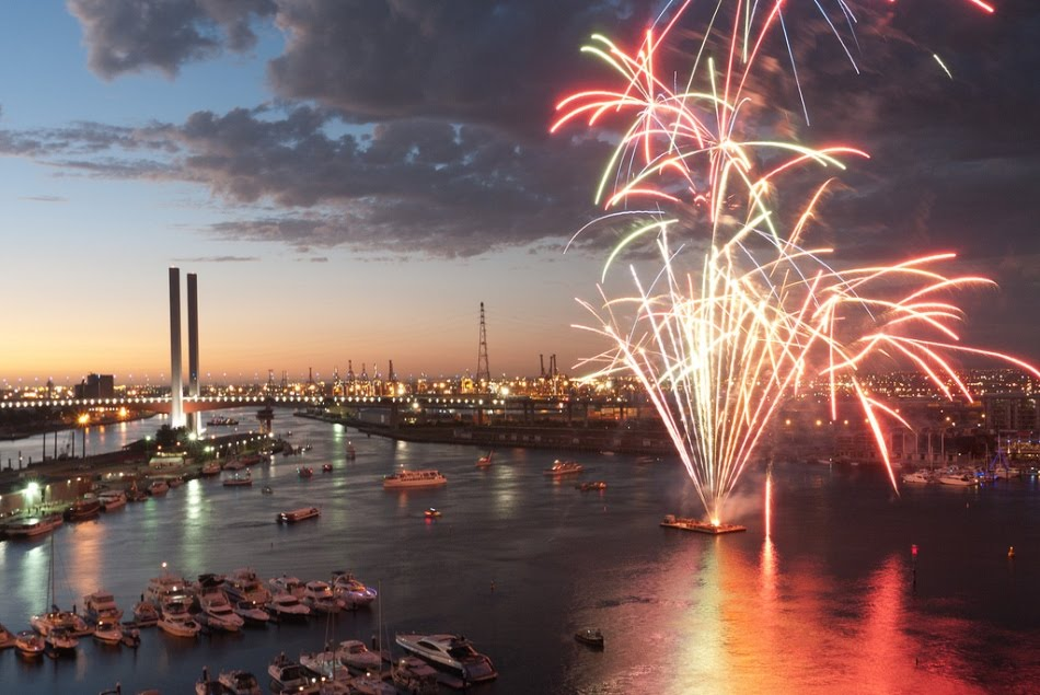 _docklands-melbourne-fireworks-2011
