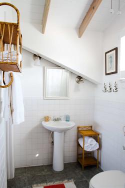 Conch Pearl - Upstairs Bath