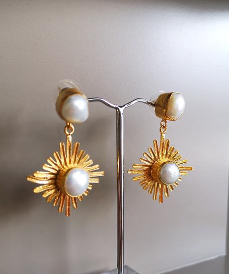 MY DORIS Pearl Sunburst Earrings
