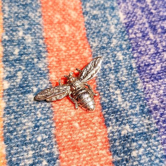 LADYCROW Small Bee Brooch