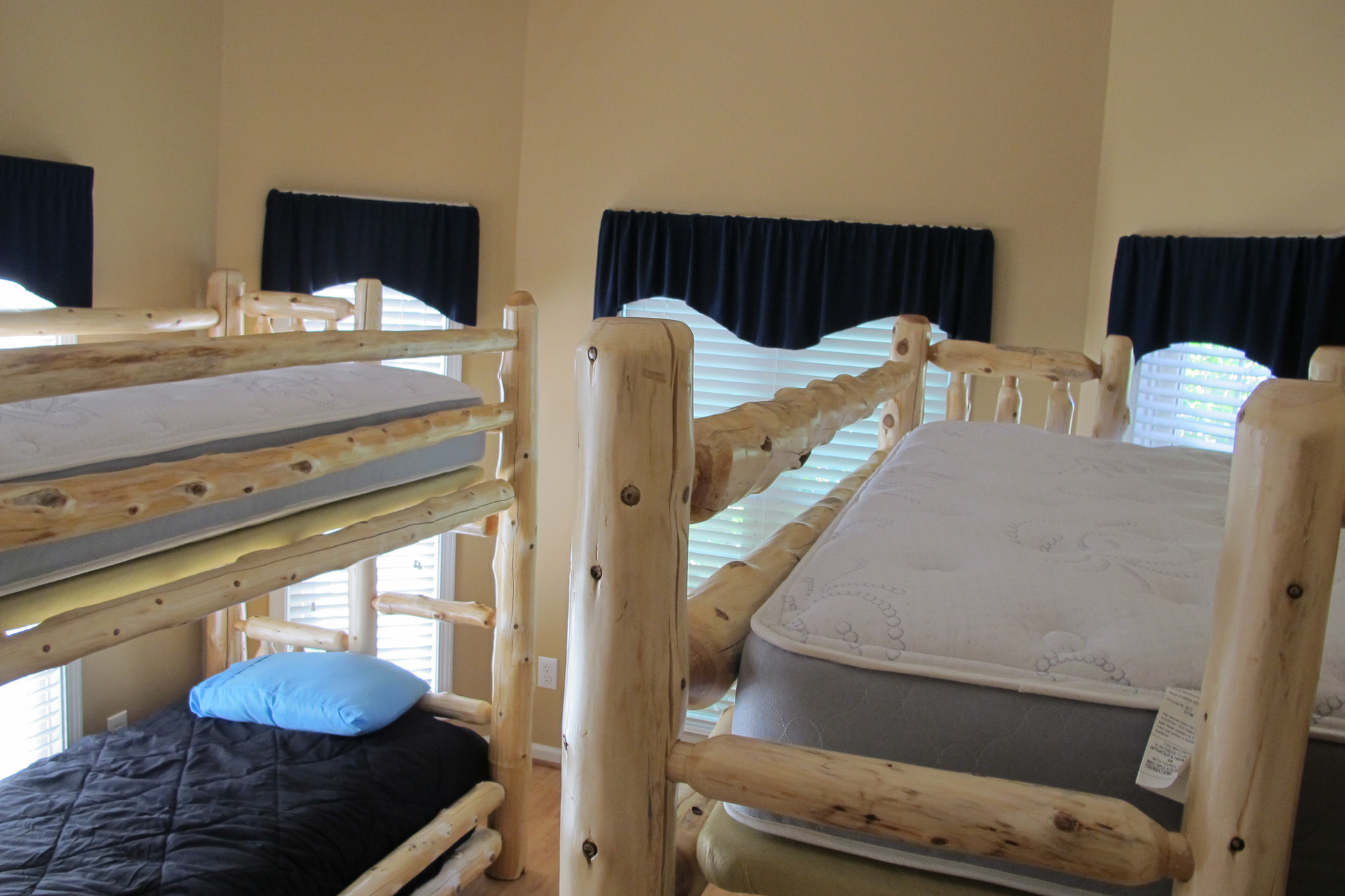 Front Room Amish Bunks