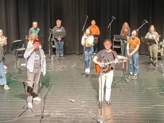 Skien Klima Orkester med elever fra musikklinja, 2.kl. på Skien Vgs, på Klosterøya.