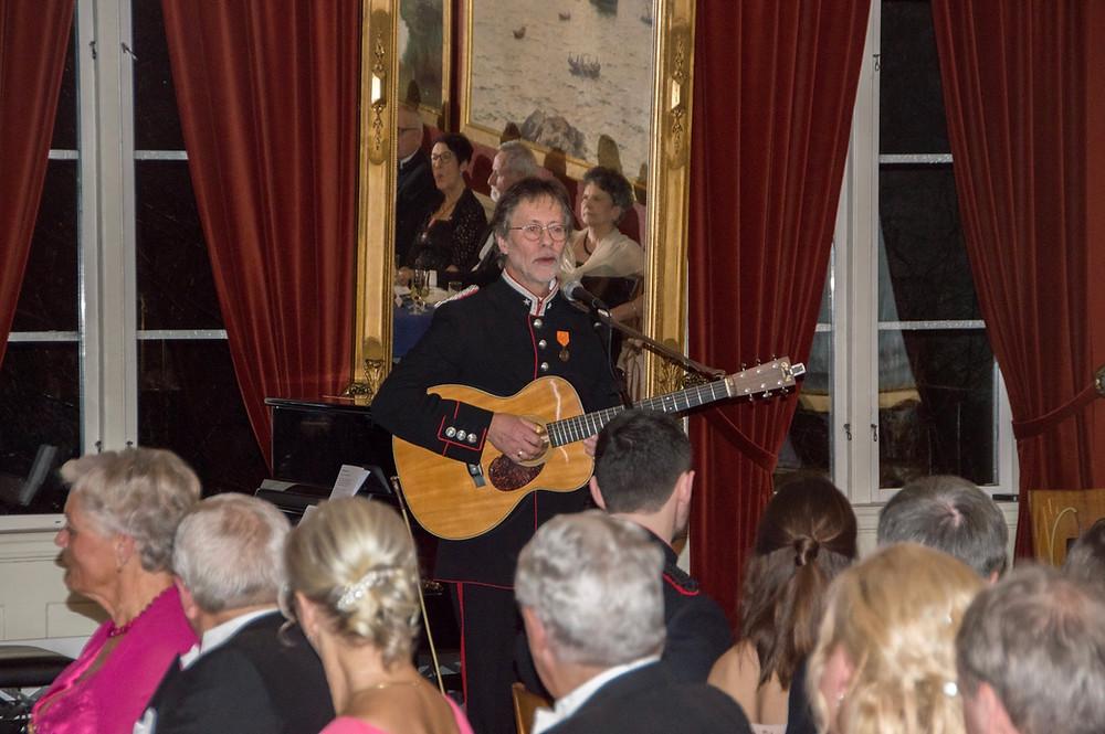 Ragnar Sør Olsen synger om den lokale krigshelten fra Merdø som ble utnevnt til Kaperkaptaijn av kongen av Danmark under Napoleons-krigen :)