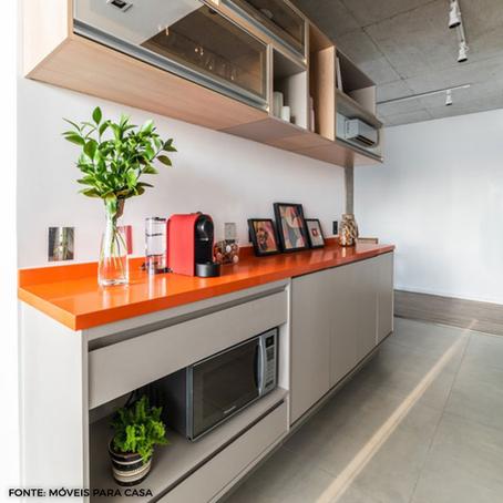 Bancadas coloridas na cozinha