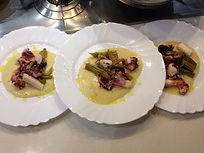 В отличие от множества других заведений, где можно познакомиться с местным кулинарным искусством мы приглашаем вас к себе домой!