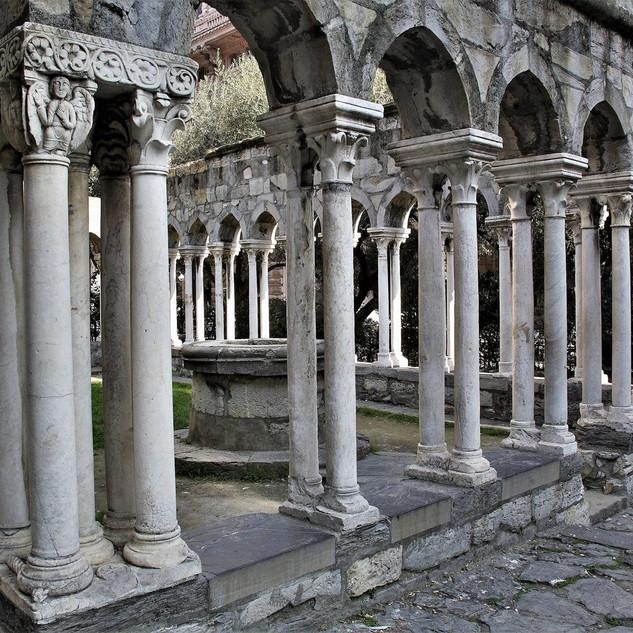 Внутренний дворик монастыря Святого Андрея