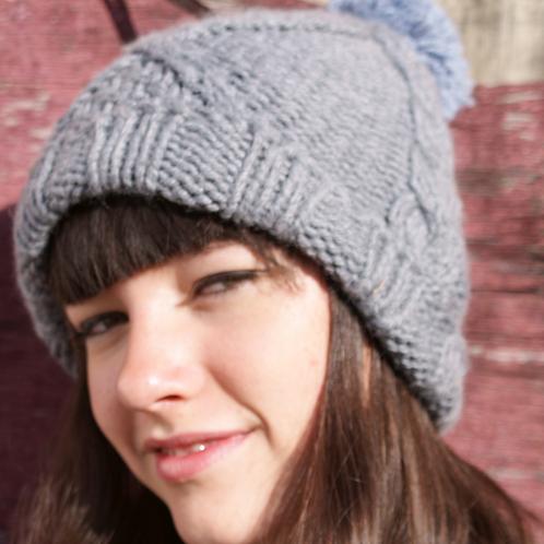 Bonnet torsade pompon, laine peignée, gris acier, tricoté main, De maille en fille, Boutique Les créateurs de saison, Paris