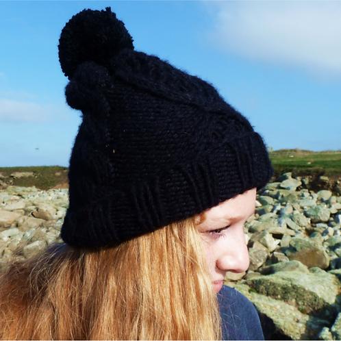 Bonnet avec pompon, laine peigné, noir, tricoté main, De maille en fille, Boutique Les créateurs de saison, Paris