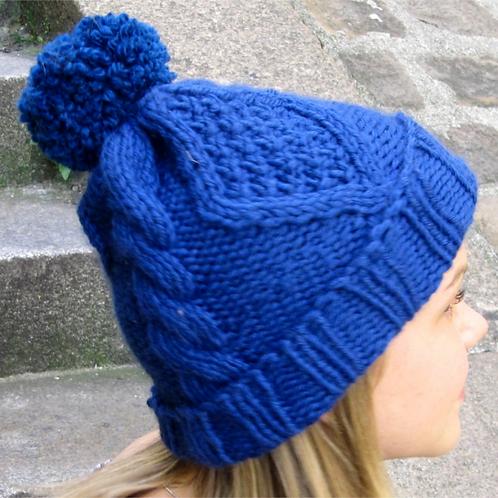 Bonnet torsade et pompon, laine peignée, bleu, tricoté main, De maille en fille, Boutique Les créateurs de saison, Paris