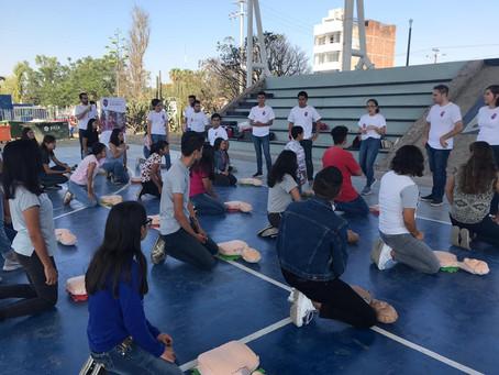 Capacitación en RCP  y primeros auxilios a estudiantes de preparatoria en León Guanajuato