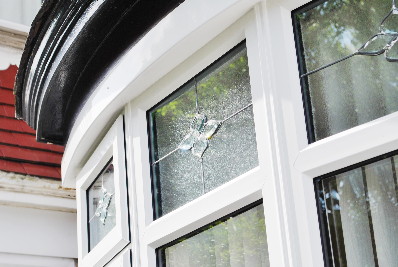 Bay Windows with Bevel Glass Design