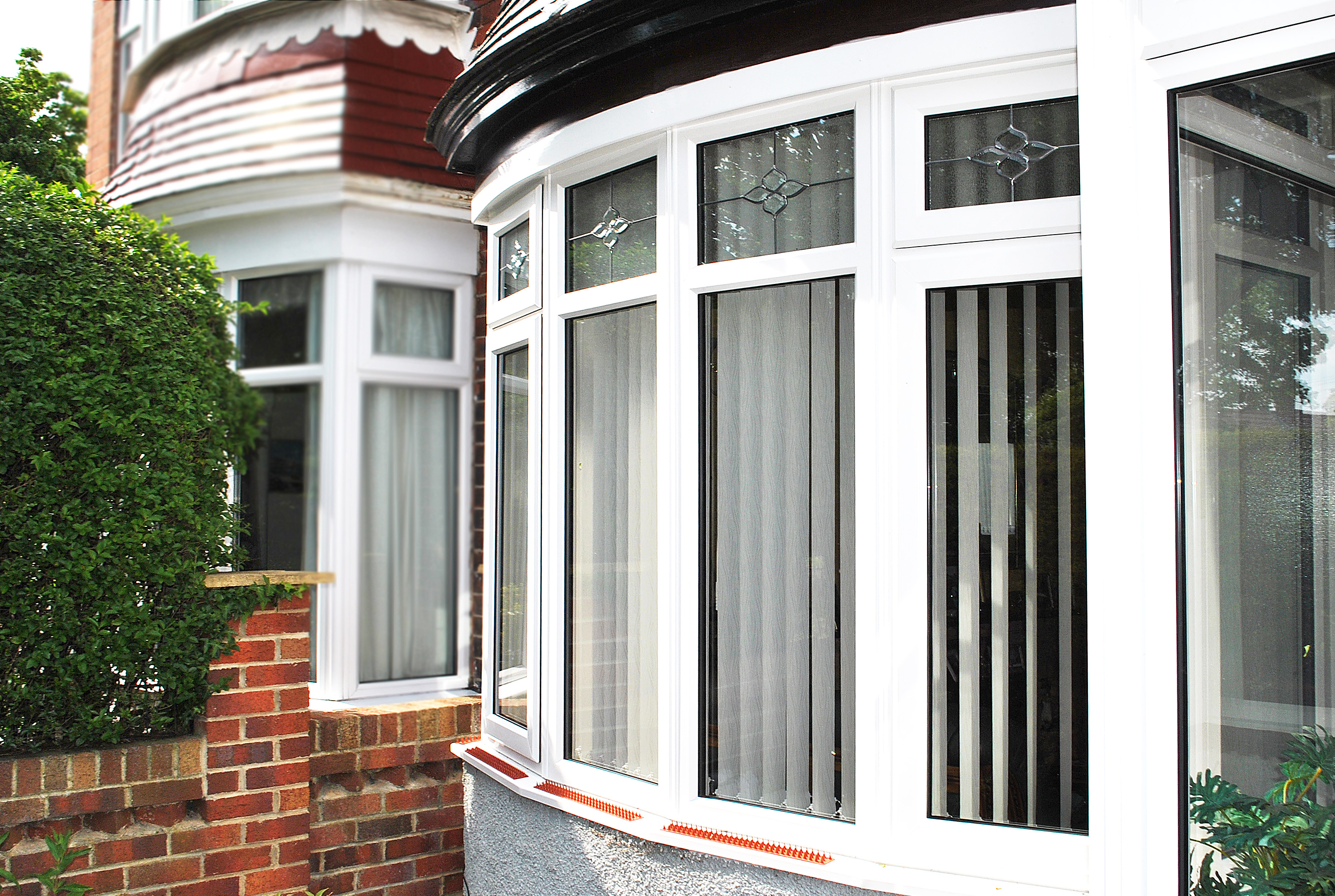 Bay Windows with Bevel Glass Design