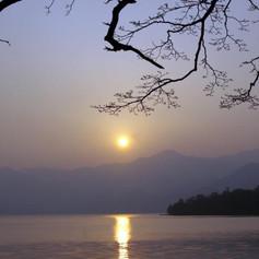 _wsb_892x500_Mountain_lake.jpg
