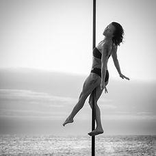 Démonstration de Pole Dance pour évènements ou soirées Montpellier et alentours Devis sur demande Aerial Pole Fit Mauguio