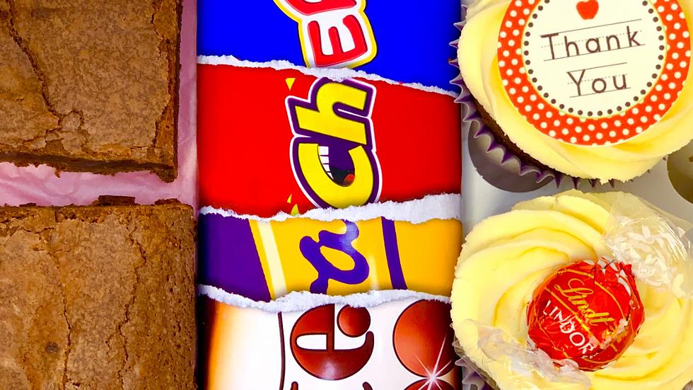Mixed cupcakes, sweet treats & personalised bar