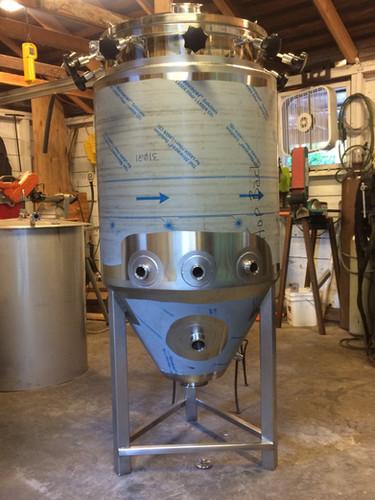 2BBL Fermentation Vessel (4).jpg