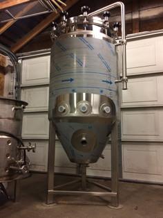2BBL Fermentation Vessel (8).jpg