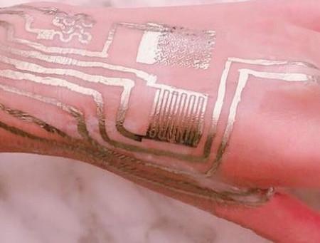 Ученые напечатали электронные датчики прямо на коже человека