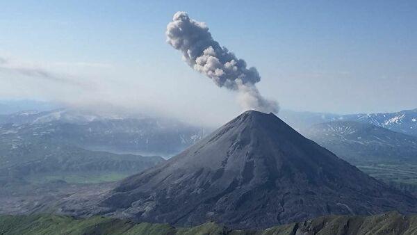 Выбросы углексилого газа человеком значительно выше, чем выбросы вследствие вулканической деятельности