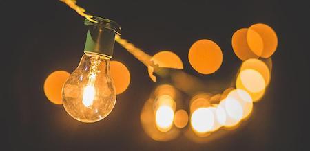 Новые материалы позволят подзаряжать устройства от обычной лампочки