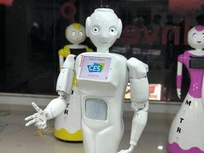 Робот поможет бороться с коронавирусом в Индии