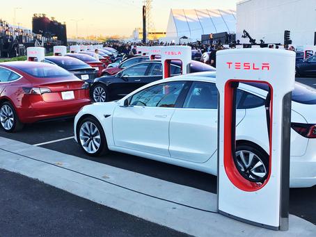 Автомобили Тесла все еще не могут ездить автономно