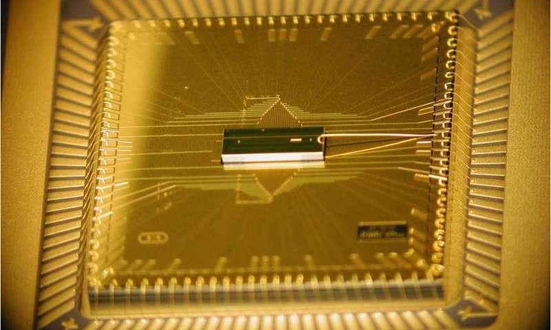 Новый чип кибербезопасности в 1000 раз меньше существующих систем. Авторы фото: American Institute of Physics