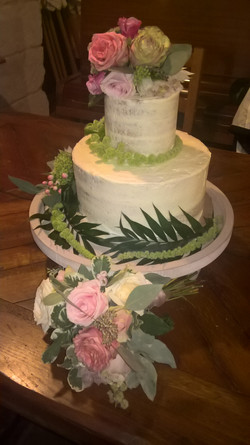 Nearly naked cake with flowers