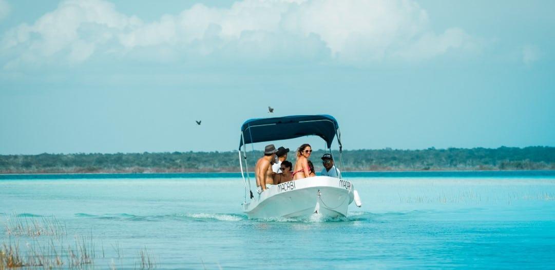 Explora por Lancha la Laguna de Bacalar