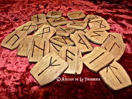 Jeu de runes pyrogravé - divination by La Tournerie
