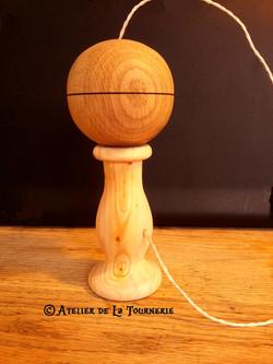 Bilboquet en bois artisanal
