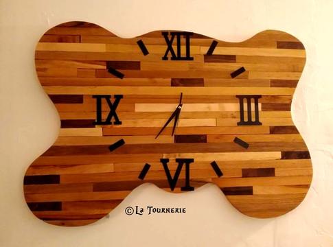 Horloge géante en bois by La Tournerie