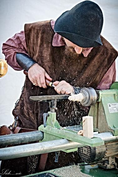 Démonstration de tournage sur bois événement fête médiévale by La Tournerie