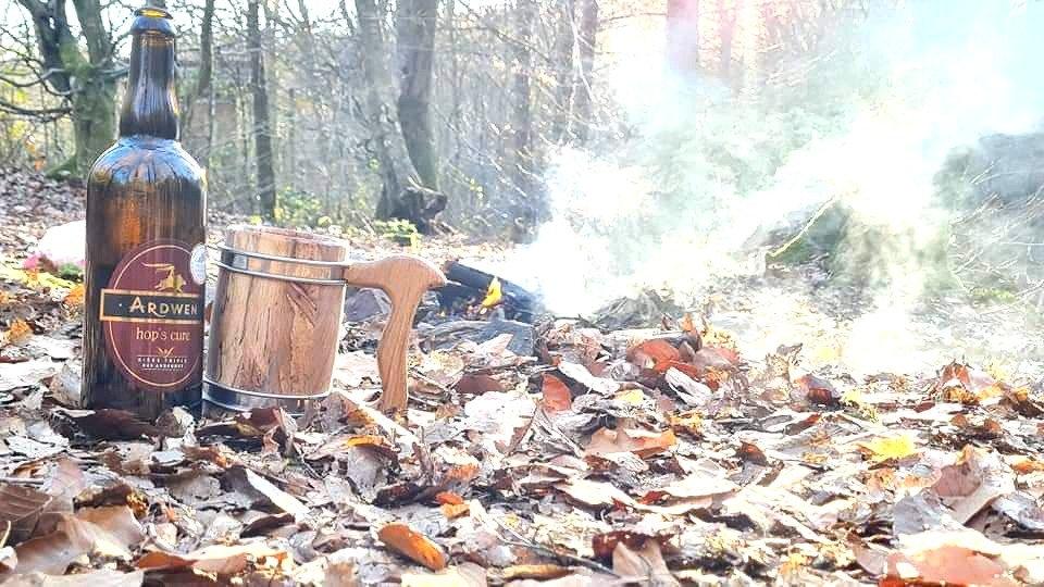 bushcraft/bivouac en forêt avec chope à bière by La Tournerie