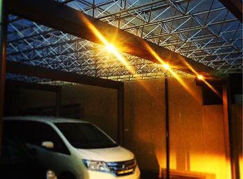 ダウンライトでアプローチの夜を演出するライティングのオープン外構の相談はSun east planningへ