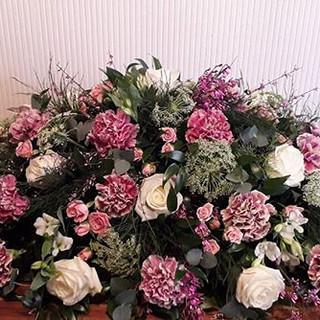 Just love these antique pink carnations.