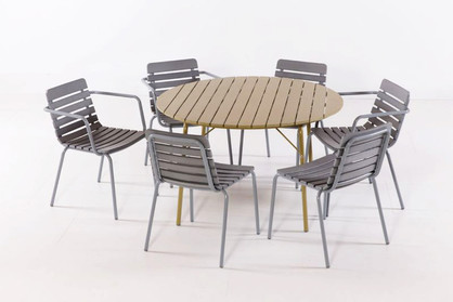 TENNIS ROUND TABLE + CHAIRS OUTDOOR.jpg